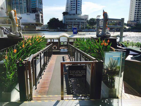 ロイヤル オーキッド シェラトン ホテル & タワーズ(Royal Orchid Sheraton Hotel & Towers)の送迎ボート船着き場
