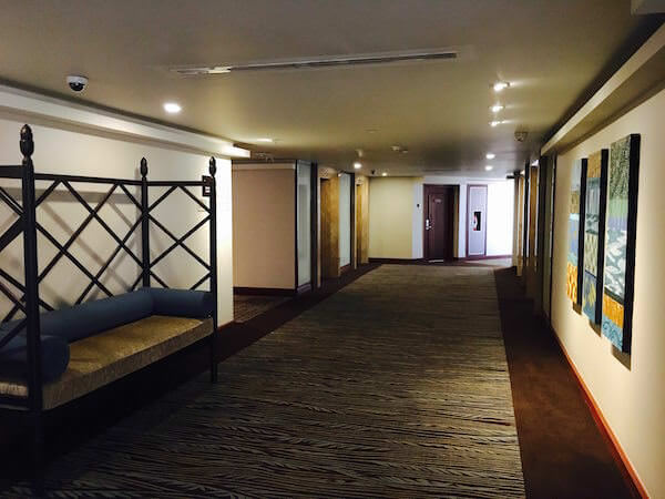 ロイヤル オーキッド シェラトン ホテル & タワーズ(Royal Orchid Sheraton Hotel & Towers)内の通路