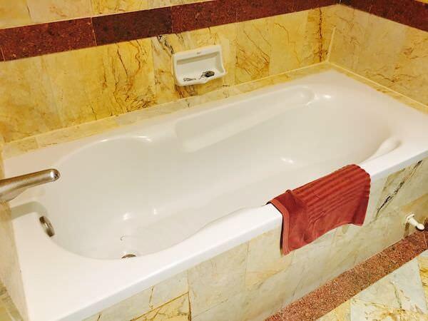ロイヤル ラッタナコシン ホテル(Royal Rattanakosin Hotel)のバスタブ