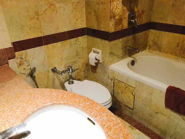 ロイヤル ラッタナコシン ホテル(Royal Rattanakosin Hotel)のバスルーム