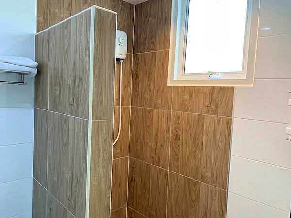 S44 ルーム(S44ROOM)のシャワールーム1