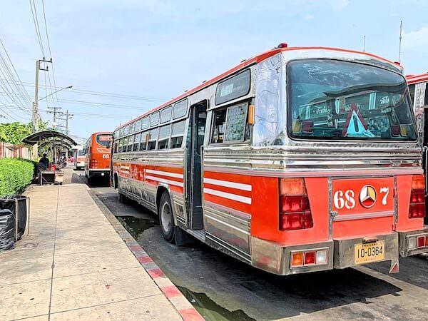 南バスターミナルのワットパイロンウア行きバス乗り場2