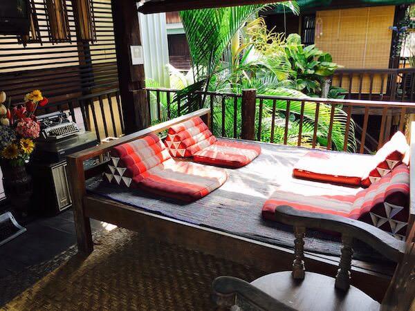 サイトン ゲスト ハウス 中庭の休憩所