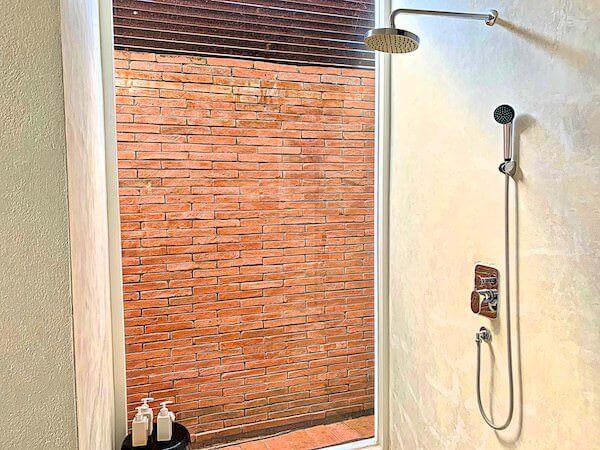 サラ アユタヤ(sala ayutthaya)客室1階のシャワールーム