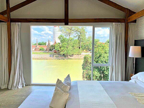 サラ アユタヤ(sala ayutthaya)のベッドルームから見える景色