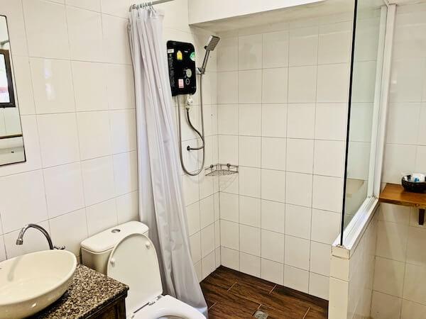 サメット カバナ リゾート (Samed Cabana Resort)のシャワールーム