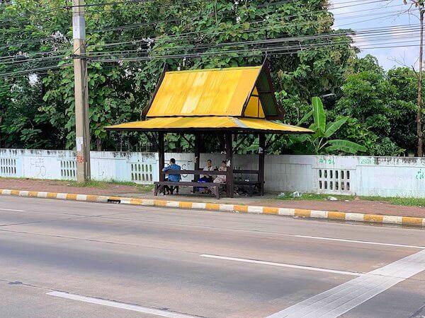 サムプランエレファントグランドアンドズー(サムプラン象園)からバンコク市内へ帰る路線バスの停留所