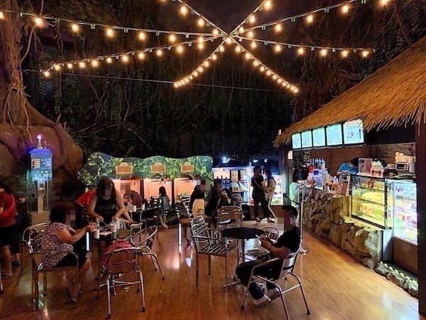 シーライフオーシャンワールドバンコク(Sea Life Ocean World Bangkok)内に設けられているカフェスペース