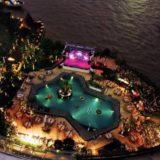 シャングリラ ホテル バンコク (Shangri-La Hotel, Bangkok)の夜のプール