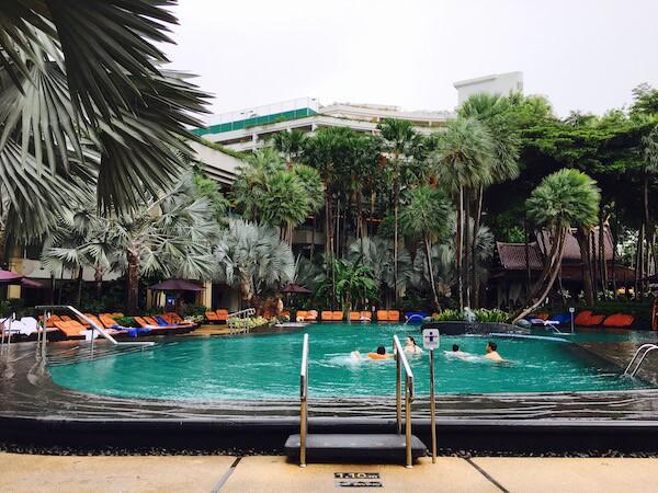 シャングリラ ホテル バンコク (Shangri-La Hotel, Bangkok)のプール