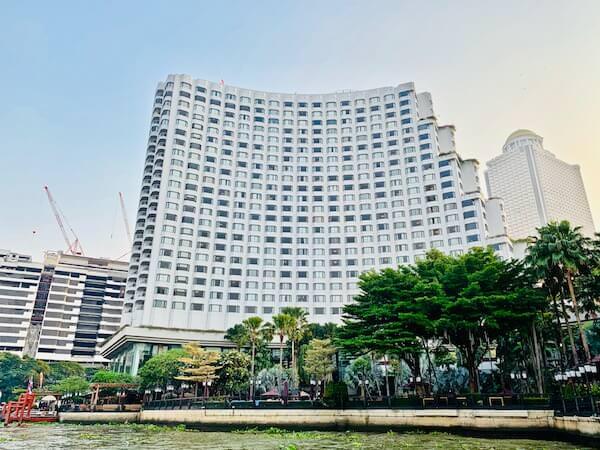 チャオプラヤー川から見たシャングリラ ホテル バンコク (Shangri-La Hotel, Bangkok)