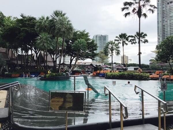 シャングリラ ホテル バンコク (Shangri-La Hotel, Bangkok)のプール3