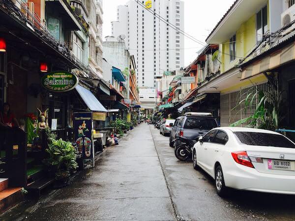 チャルンクルン Soi44から見えるシャングリラ ホテル バンコク