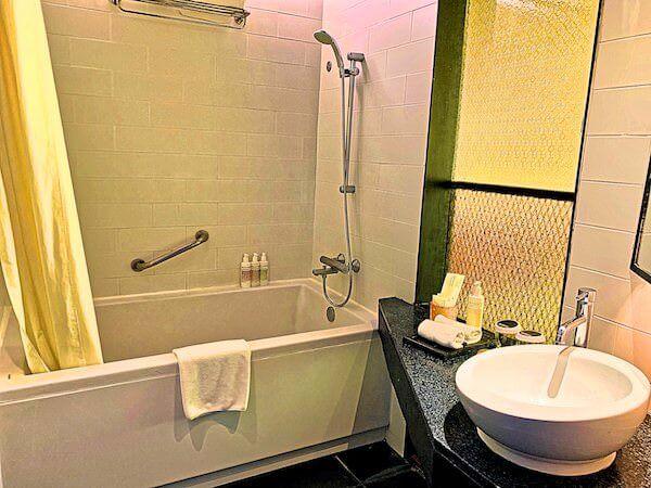 サイアム アット サイアム デザイン ホテル バンコク(Siam @ Siam Design Hotel Bangkok)のバスタブ1