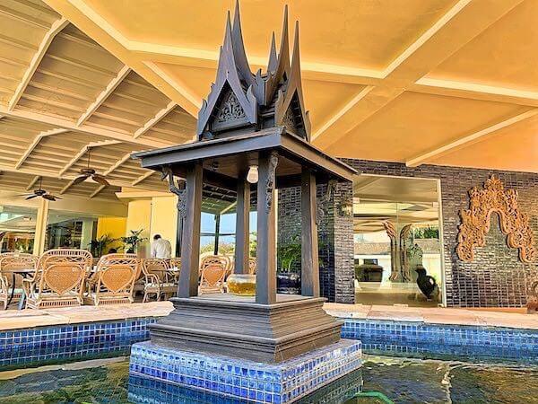 サイアムベイショアリゾートパタヤ(Siam Bayshore Resort Pattaya)の正面玄関にあるオブジェ