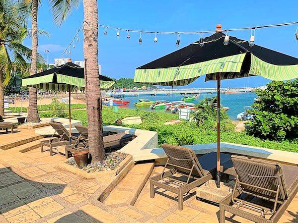 サイアムベイショアリゾートパタヤ(Siam Bayshore Resort Pattaya)のオーシャンビュープールから見える海