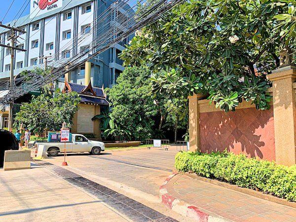 セカンドロードから見たサイアムベイショアリゾートパタヤ(Siam Bayshore Resort Pattaya)の入り口