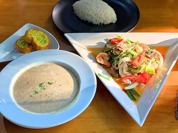 サイアムベイショアリゾートパタヤ(Siam Bayshore Resort Pattaya)の近くにあるカフェレストランで食べたタイ料理