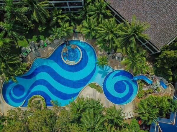 サイアムベイショアリゾートパタヤ(Siam Bayshore Resort Pattaya)のプール空撮写真