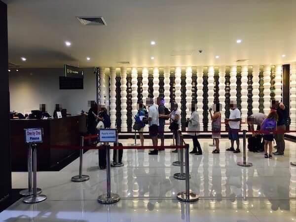 シェムリアップ空港のビザ申請カウンター
