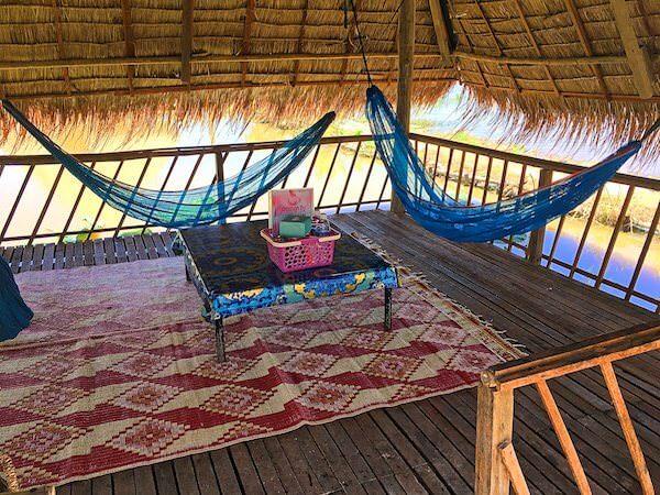 蓮畑の藁葺き屋根レストラン1