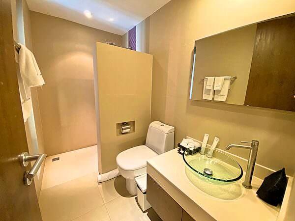 シーロム ワン ホテル(Silom One Hotel)の客室シャワールーム1