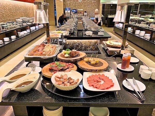 シマタニ ホテル(Sima Thani Hotel)のビュッフェレストラン1