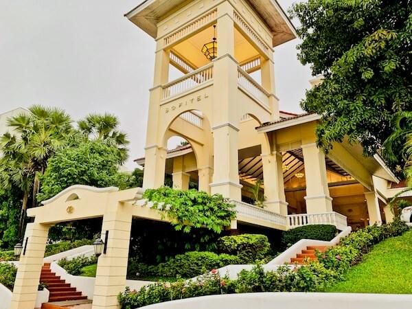 ソフィテル プノンペン プーキートラー ホテル(Sofitel Phnom Penh Phokeethra Hotel)の入り口