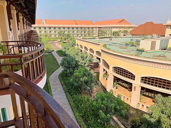 客室バルコニーから見たソカ シェムリアップ リゾート アンド コンベンション センター (Sokha Siem Reap Resort and Convention Center)の敷地
