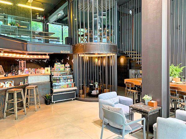 スークステーション(sook station)1階のカフェ兼レセプション