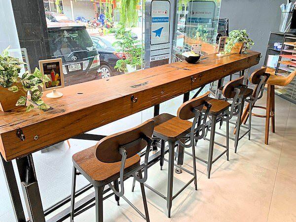 スークステーション(sook station)1階のカフェにある作業スペース