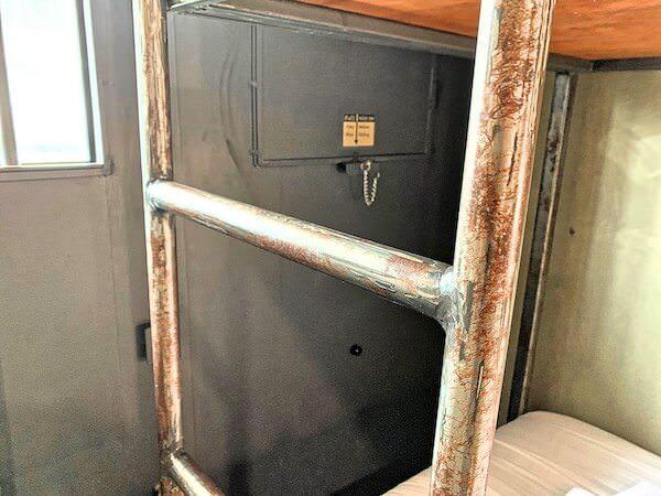 スークステーション(sook station)の二段ベッドのはしご