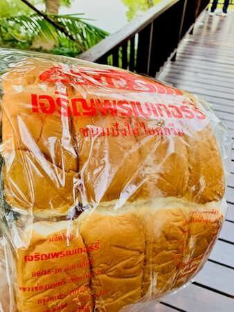 シーナコンクエンカン公園で買ったナマズの餌