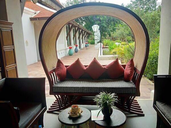スリウィライ スコータイ(Sriwilai Sukhothai)のレセプションのソファー