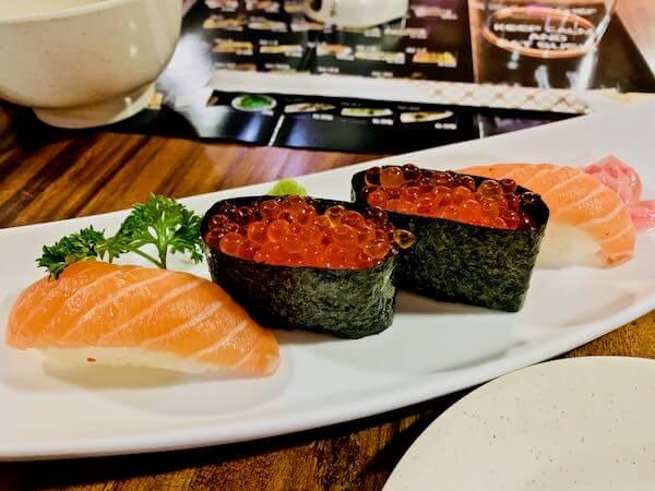 寿司シェフBKK(Sushi Chef BKK)のいくらとサーモン