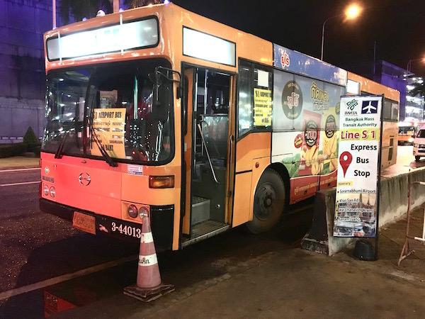カオサン行きのS1バス