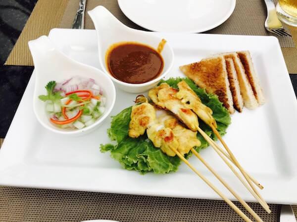 スワンナプーム スイート(Suvarnabhumi Suite)の屋上レストランで食べたご飯