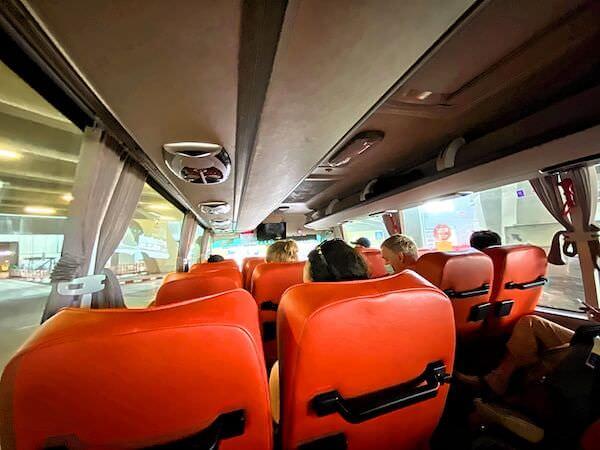 スワンナプーム空港からカオサン通りへ行くリモバスの車内