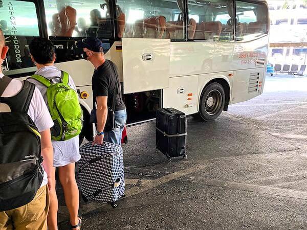 スワンナプーム空港からカオサン通りへ行くリモバスのトランクルーム