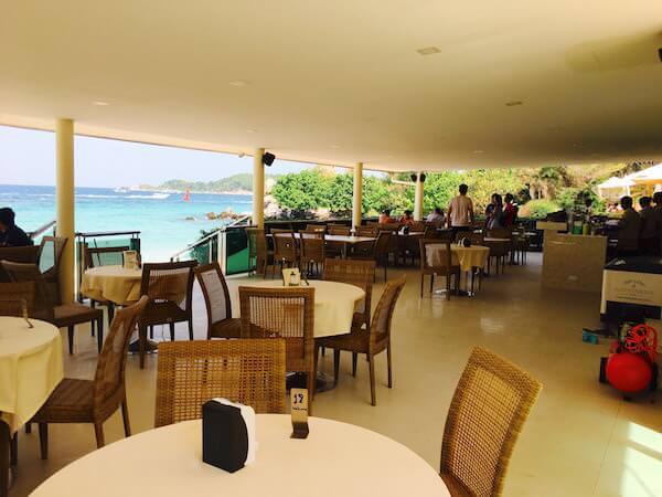 タヤイビーチのレストランバー2