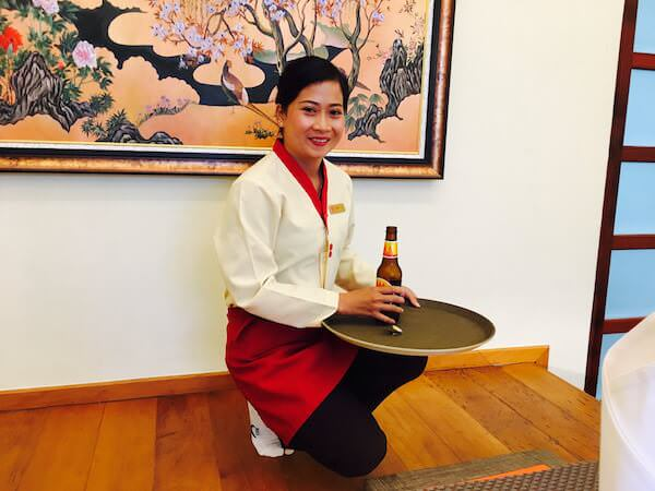 竹園(Takezono Restaurant At Sokha Siem Reap Resort)の女性スタッフ