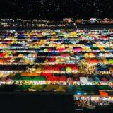 エスプラネードの駐車場から見えるタラート・ロットファイ・ラチャダーの絶景