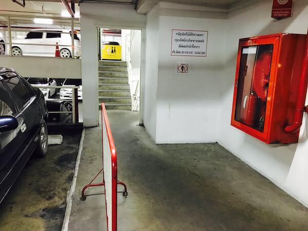 エスプラネード駐車場の階段