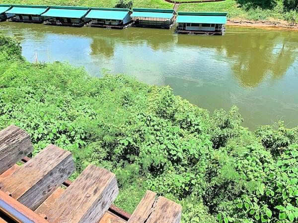 アルヒル桟道橋から見えるクウェー川