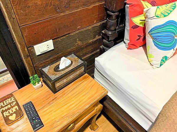 タマリンド ゲストハウス(Tamarind Guesthouse)の客室ベッド枕元