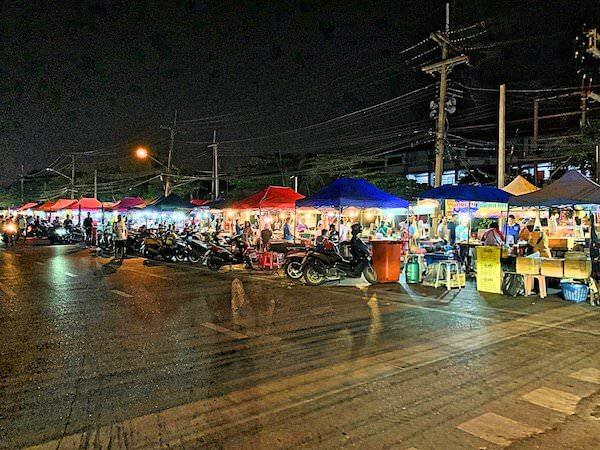 タマリンド ゲストハウス(Tamarind Guesthouse)から徒歩4分のナイトマーケット1