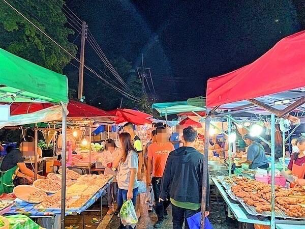 タマリンド ゲストハウス(Tamarind Guesthouse)から徒歩4分のナイトマーケット2
