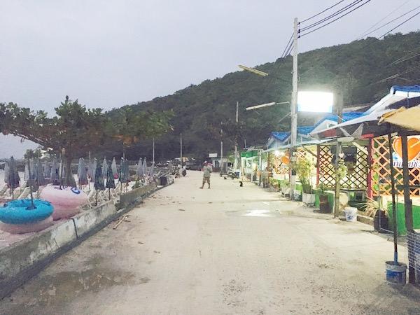 夜のタワエンビーチ