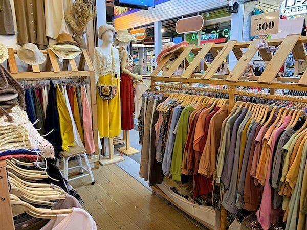ターミナル21の女性向け衣料品店