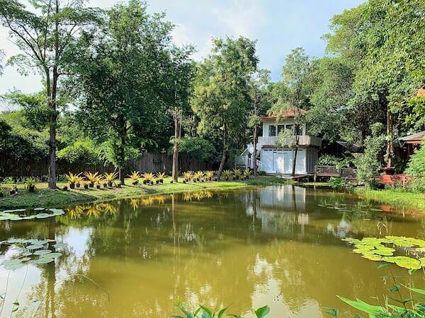 タラブリ リゾート スコータイ(Tharaburi Resort Sukhothai)の客室バルコニーから見えるガーデンビュー